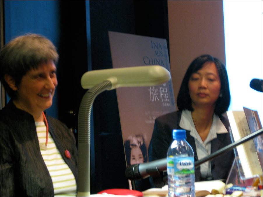 Buchpräsentation Taibei 2010, mit Übersetzerin Ma Youzhen